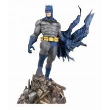 Figura Batman defiant DC...